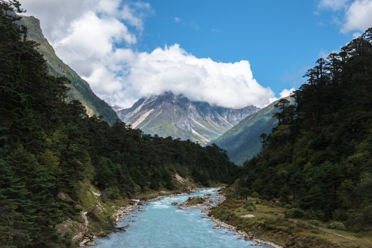 17 Breathtakingly Beautiful Places In India You Must Visit Before You Die yumthank valley sikkim