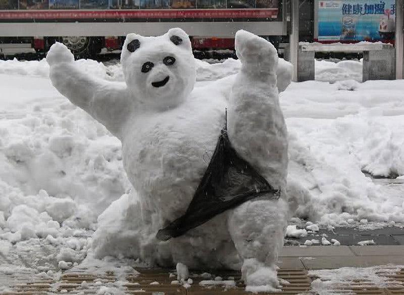 20 фото, доказывающих, что из снега можно слепить не только снеговика