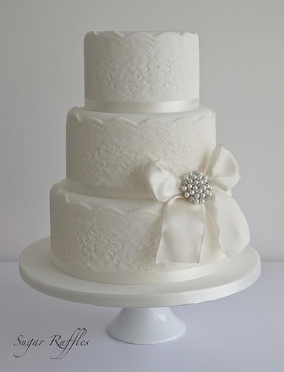 Lace Wedding Cake With Vintage Style Brooch 1987619