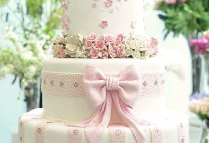 Beautiful Wedding Cake With Edible Sugar Flowers 1682867 Weddbook