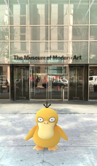 © Gretchen Scott. Un Pokémon en la entrada del MOMA