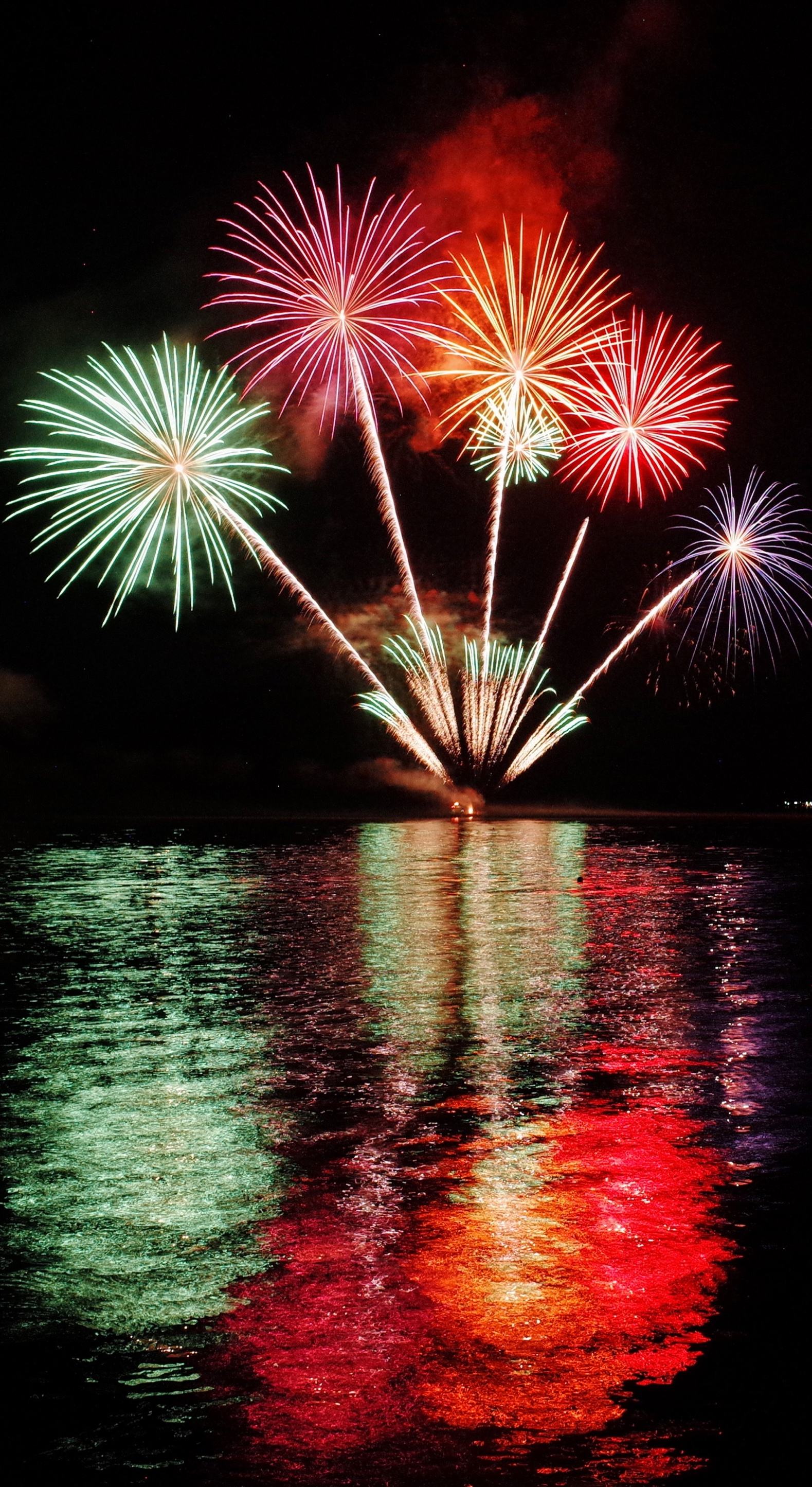Wallpaper Weekends New Years Eve Fireworks For Ipad