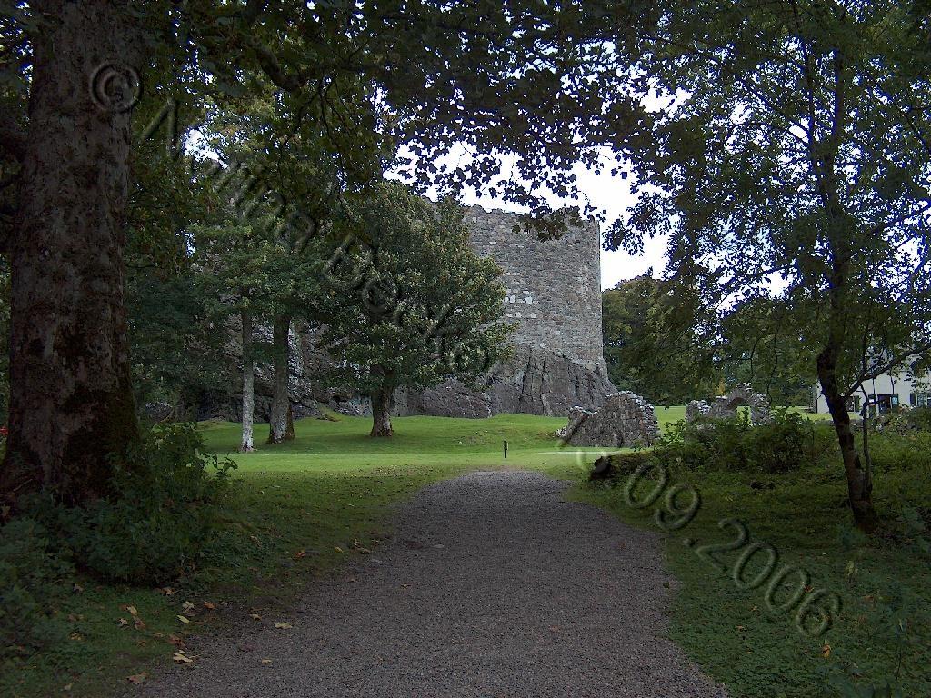 Dunstaffnage Castle 2006 04