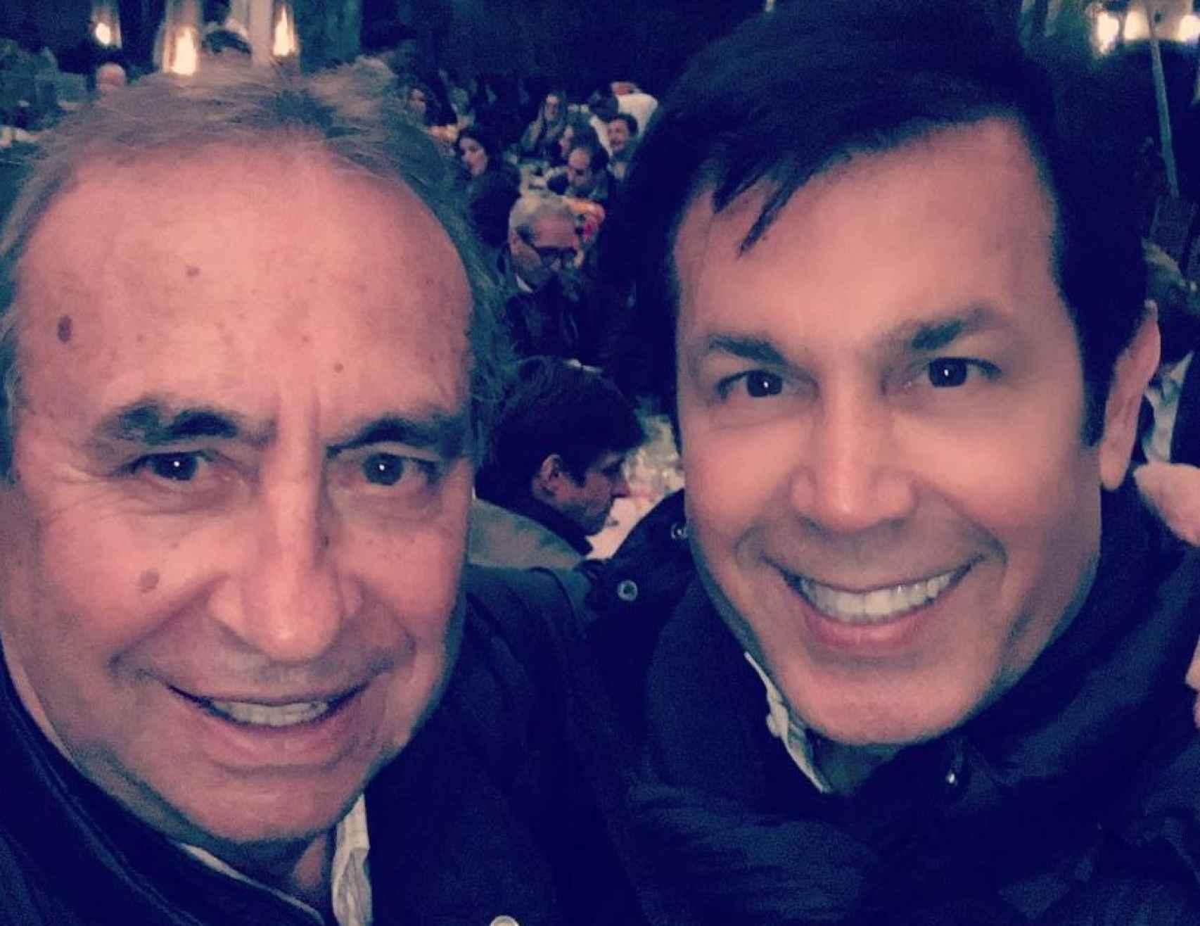 El empresario Pedro Trapote con el productor Sierralta. Tras ellos se puede ver a El Juli