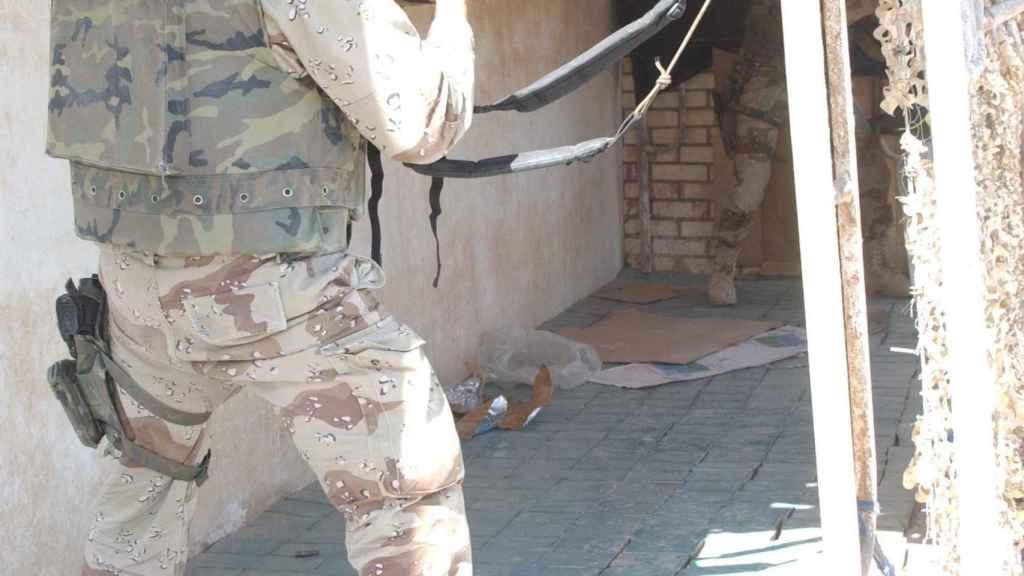 Uno de los tiradores españoles en el asalto de Najaf.