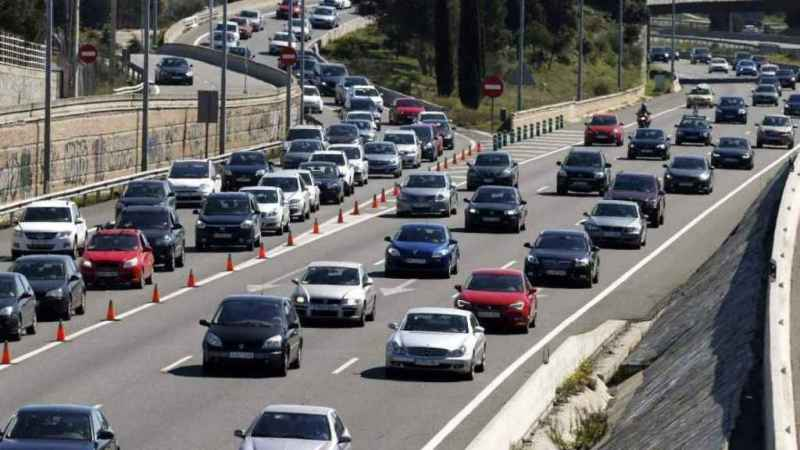Traffic jams on Spanish roads during the start of the bridge.