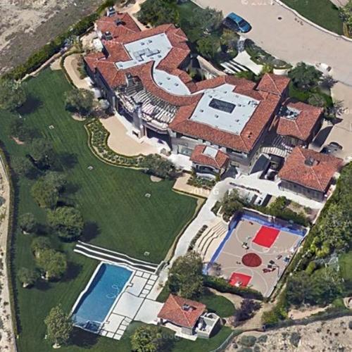 Kourtney Kardashian Net Worth: Know her incomes, show ...