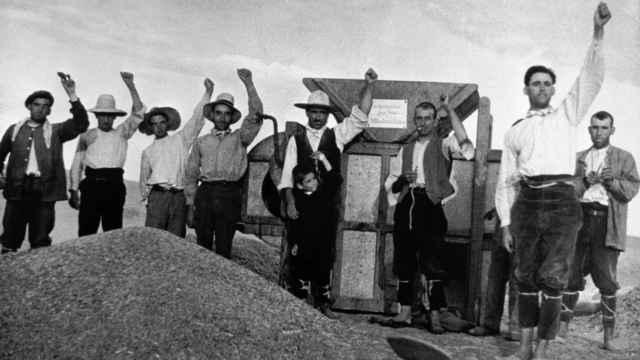 Agricultores del bando republicano en el Frente de Aragón en agosto de 1936. Robert Capa / Magnum Photos / Contacto