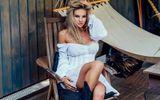 «Нельзя быть такой красивой». Жена Песьякова похвасталась шикарной фигурой в купальнике: фото