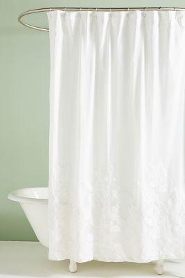 duschvorhang mit blumenapplikationen