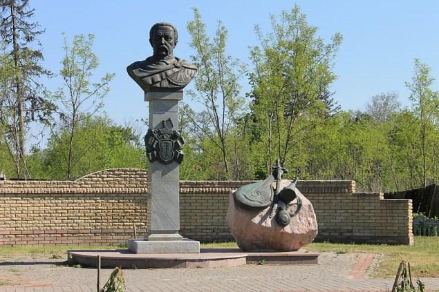 Пам'ятник-погруддя гетьману Данилу Апостолу