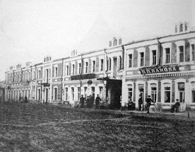 Новогеоргіївськ (Крилів). Приватні крамниці міста. Фото початку ХХ століття.