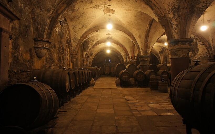 Монастырские винодельни