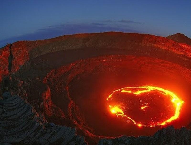 Жерло вулкана совсем не выглядит как зона комфорта для большинства бактерий
