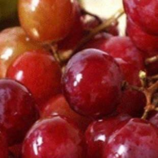 """العنب الأحمر يحد من تراكم """"الكولسترول"""" في الدم"""