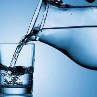 مخاطر تسببها كثرة شرب الماء لجسدك