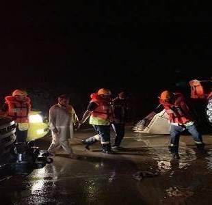 احتجاز 8 أشخاص في مياة الأمطار بالباحة