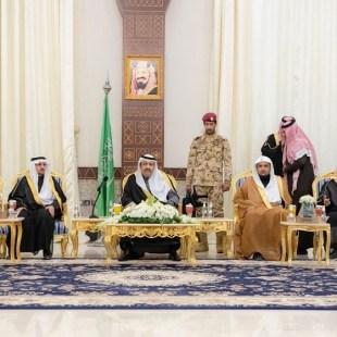 أمير منطقة الباحة يستقبل المسؤولين والمواطنين في جلسته الأسبوعية