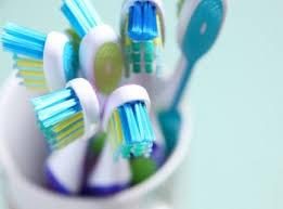 أخطاء نرتكبها عند تخزين فرشاة الأسنان !