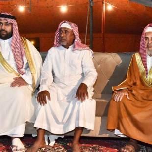 """نائب أمير منطقة جازان ينقل تعازي القيادة لوالد وذوي الشهيد """"كليبي"""""""
