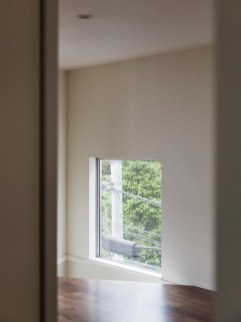 子供室の地窓