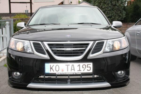 """Saab 9-3 Hirsch von Peter, Nummernschildhalter """"Made in Trollhättan by Trolls"""""""