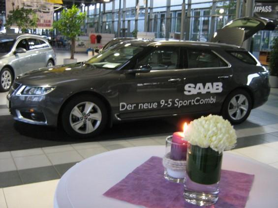 Den nya Saab 9-5 sportvagnen i Saab Zentrum Göttingen