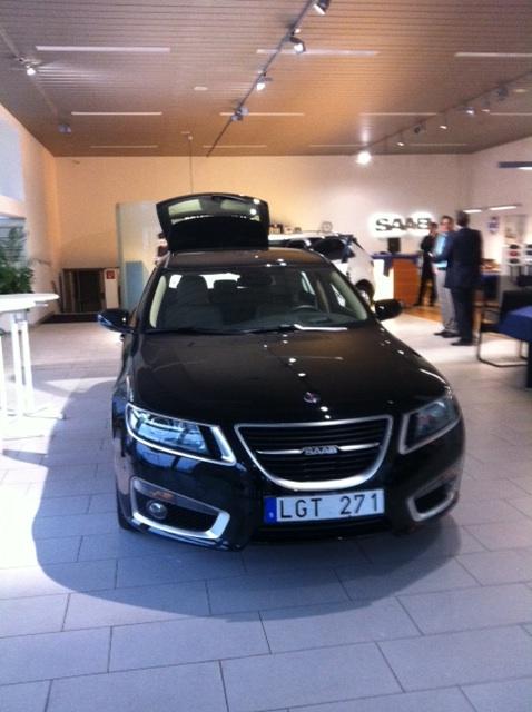 O novo trólebus esportivos Saab 9-5 em Saab Zentrum Gießen