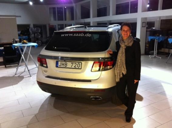 Anja Dorn da equipe Saab Germany e o novo Saab 9-4x