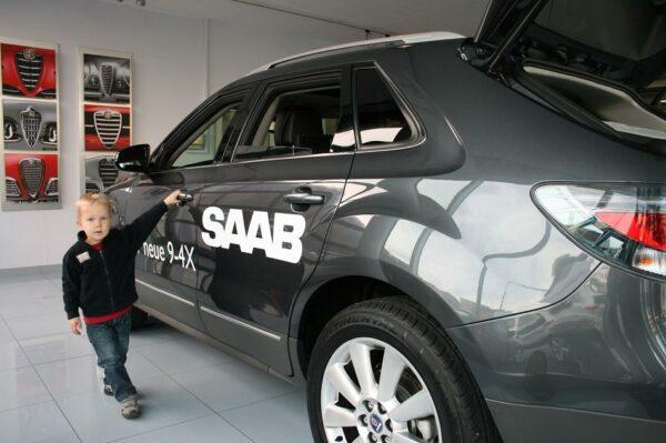 Por favor también ... Hijo de Tobias y el nuevo Saab 9-4x