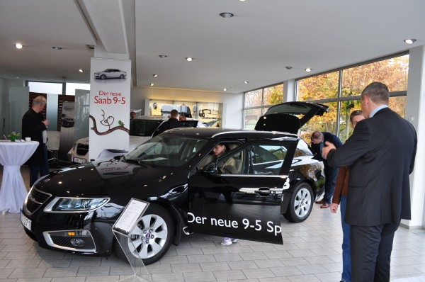 The new Saab 9-5 sports car in Saab Zentrum Mainz