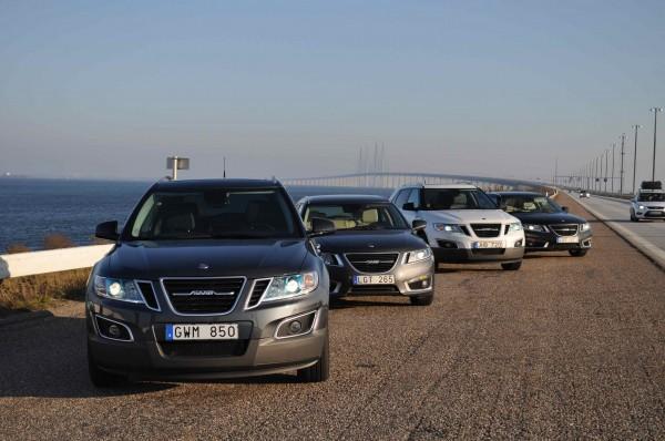 Saab 9-5 carro esporte e Saab 9-4x, no fundo, a ponte Öresund