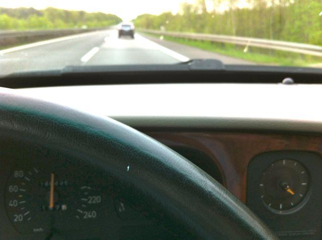 Kommer hem, Saab 9000 på väg hem. Saabine kör framför ...