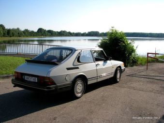 Saab 900 aan de Donau. Foto Renato