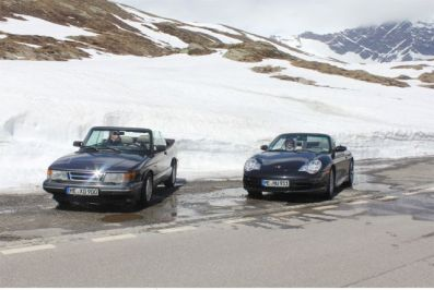Saab and Porsche on their way to Italy. Picture of Otto