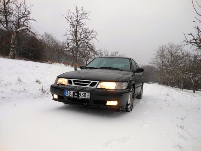 Saab 9-3 Limousine im Schnee