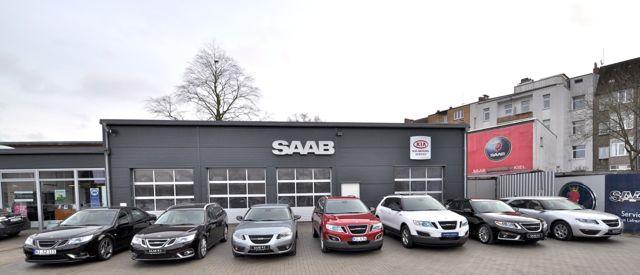 Saab Parade em Kiel. Saab 9-4x, Saab 9-5 esportes e sedan sedan e 9-3 Griffin no Saab Service Kiel.