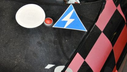 Interruptor de emergência: desligado no capô