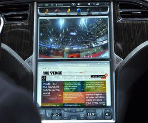 TV, Zeitung und dabei noch elektrisch Auto fahren