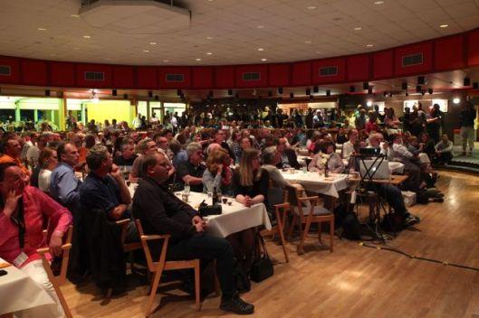 Jantar Saab - um salão cheio de fãs da Saab