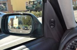 Saab nello specchietto retrovisore