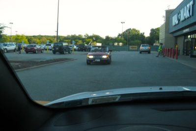 Saab Cabriolet auf dem Wal Mart Parkplatz