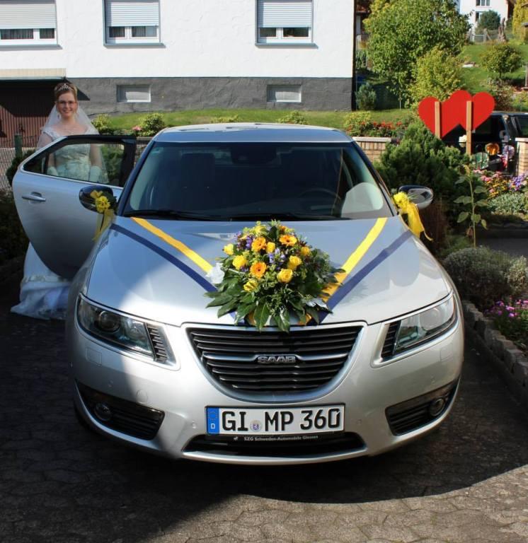 Saab 9-5 com jóias de casamento sueco