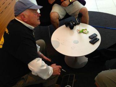 Bjoern Envall dessine un brouillon. Sur une table. Juste comme ça.