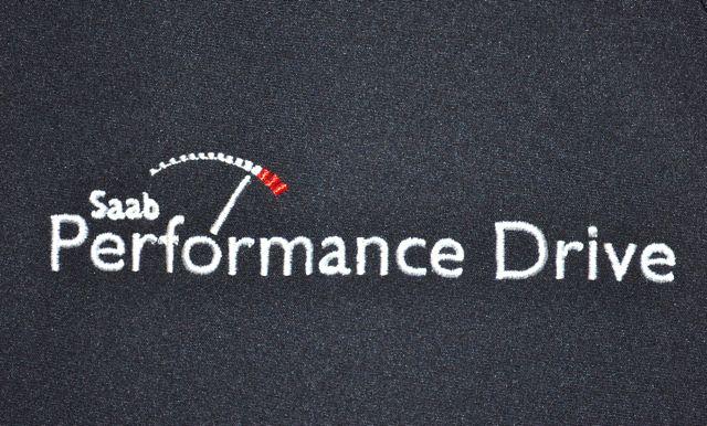 Saab Performance Drive letras na jaqueta Saab