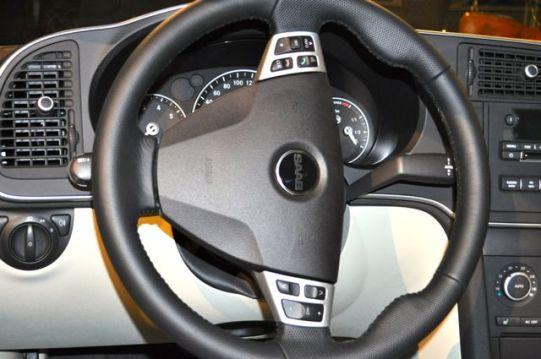 Lenkrad mit Saab Schriftzug