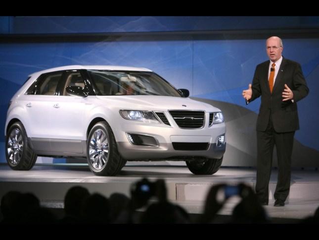 Carl Peter Forster stellt 2008 in Detroit das Saab 9-4x Concept vor