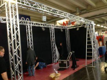 Triboron-stand in constructie