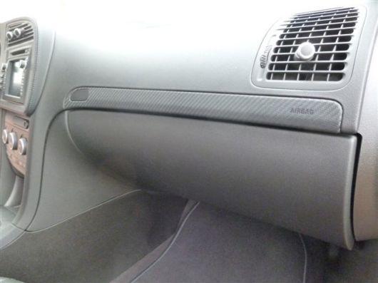 Saab Turbo X con inserciones de cuero de carbono en la guantera © 2014 Saab Center