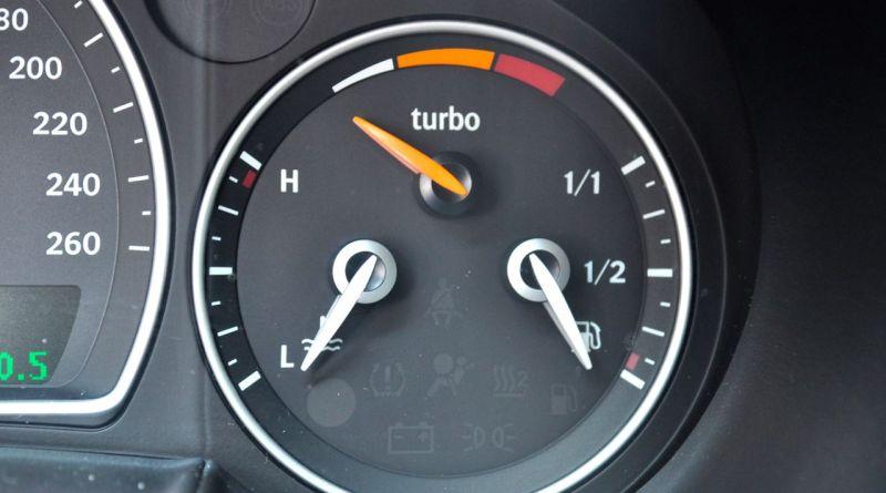 Saab Turbo X - real apenas com o display de pressão de turbo